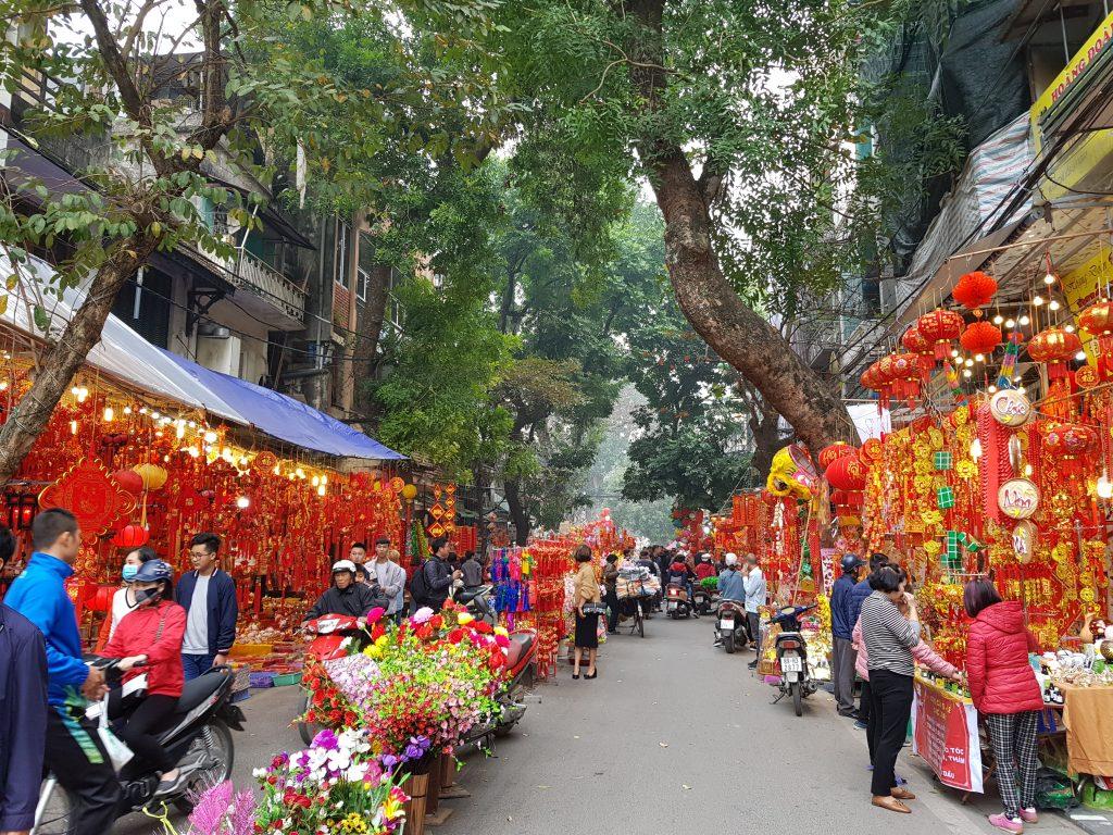 mercados en hanoi durante la semana