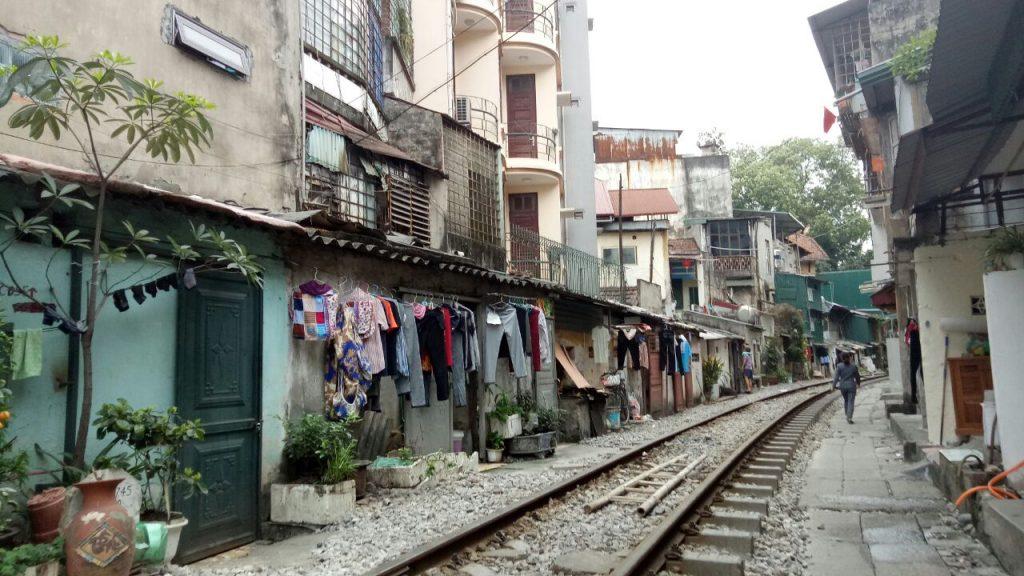 las vias del tren en hanoi