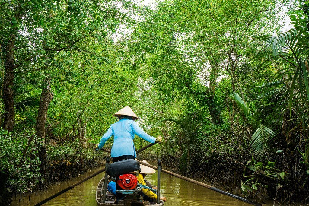 bote por el delta del mekong